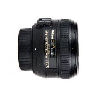 Nikon D7000 + 18-105 VR